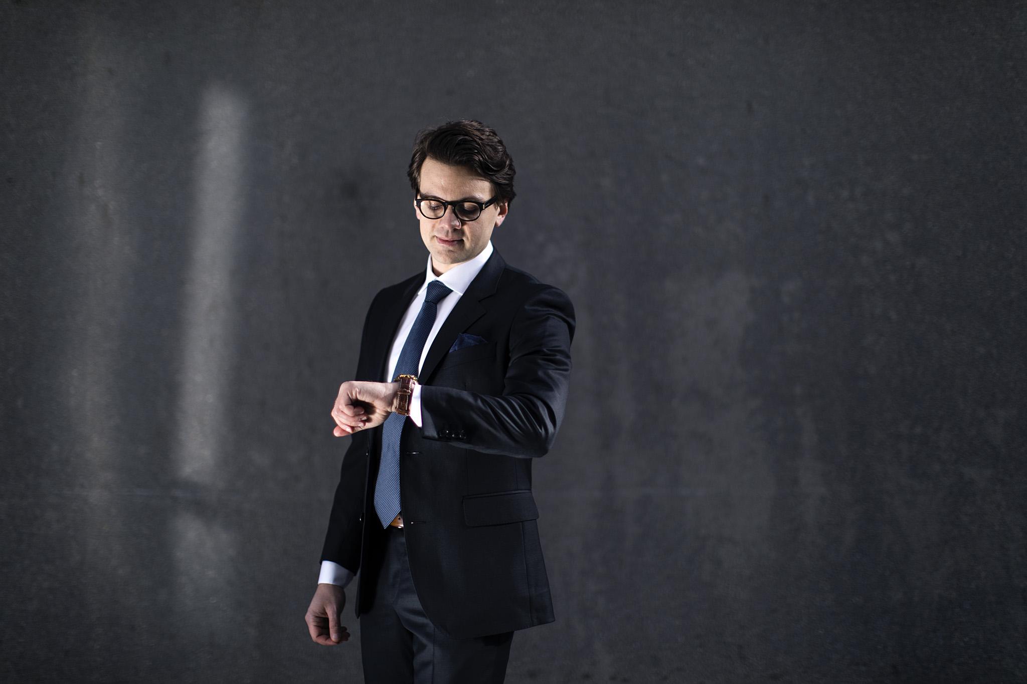 Koksgrå ensfarget dress til jobb, bryllup eller andre formelle anledninger. Menswear Oslo og Trondheim