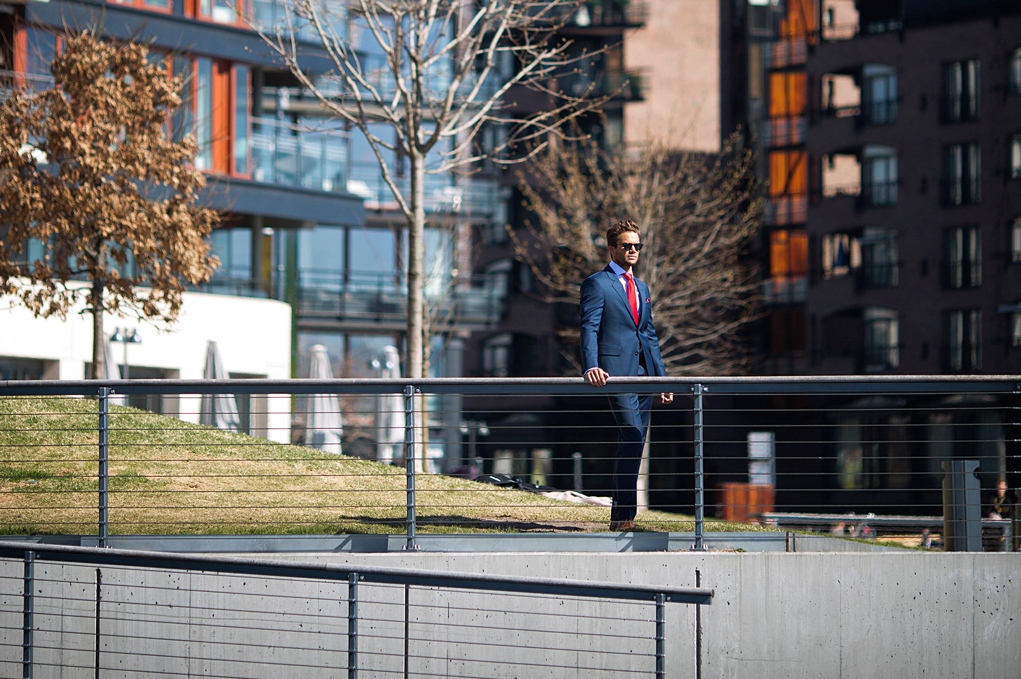 Mørkeblå dress hos Menswear Lysaker, Tjuvholmen og Hegdehaugsveien.