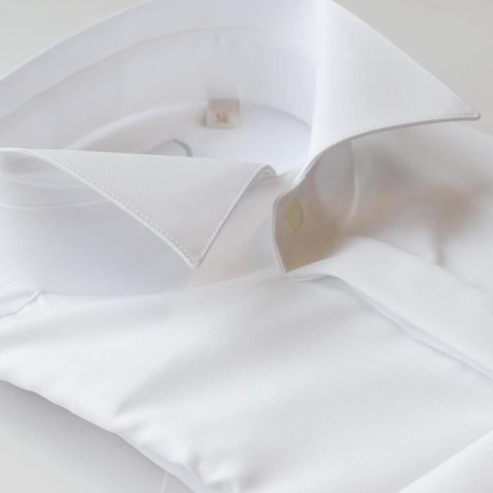 Smokingskjorte med knekkrage/wingtip krage