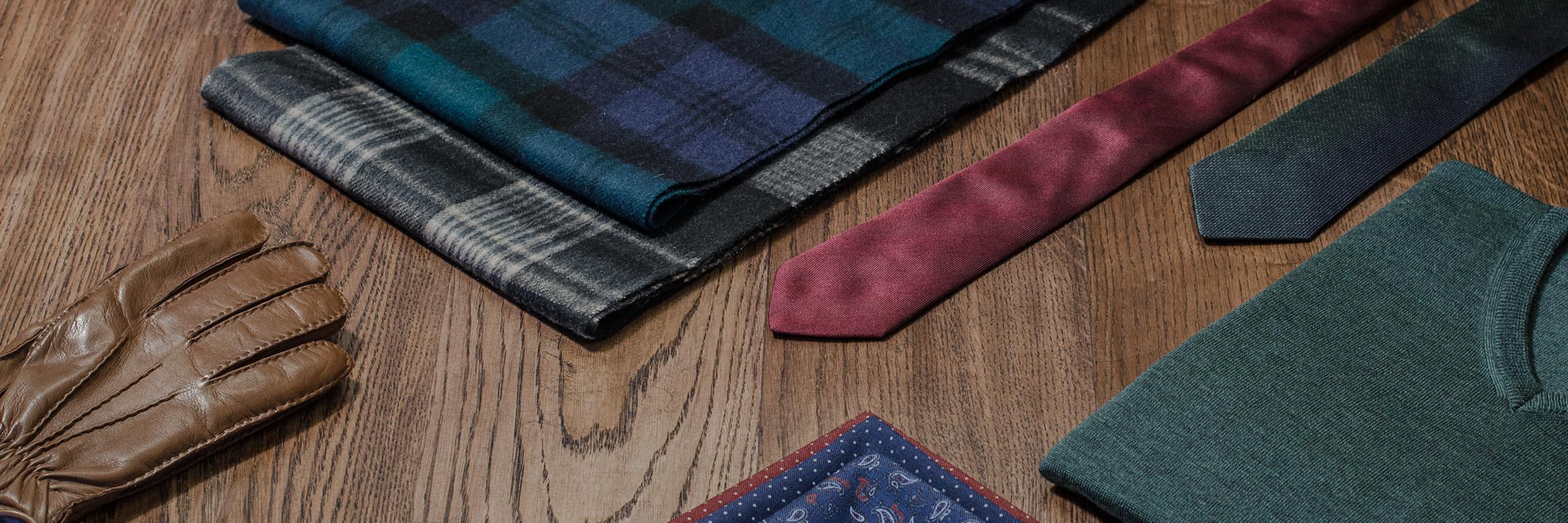 Julegaver for menn - skjerf, slips, hansker, lommetørkle