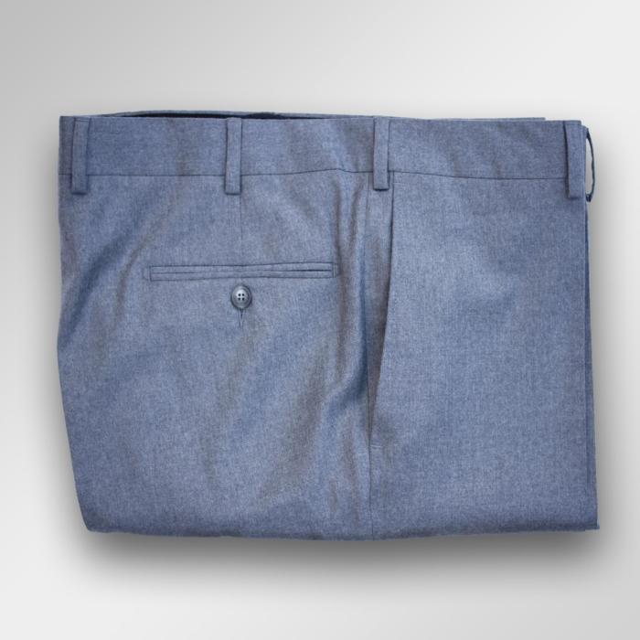 Lys grå flanellbukse.
