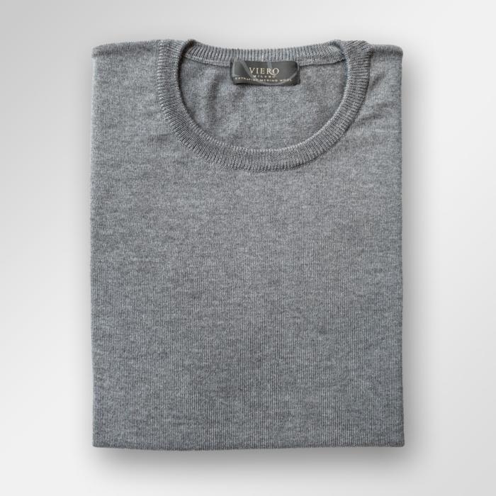 Medium grå genser i merinoull fra Viero Milano. Kjøp hos Menswear Tjuvholmen eller menswear.no