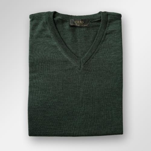 Mørkegrønn genser i merinoull fra Viero Milano
