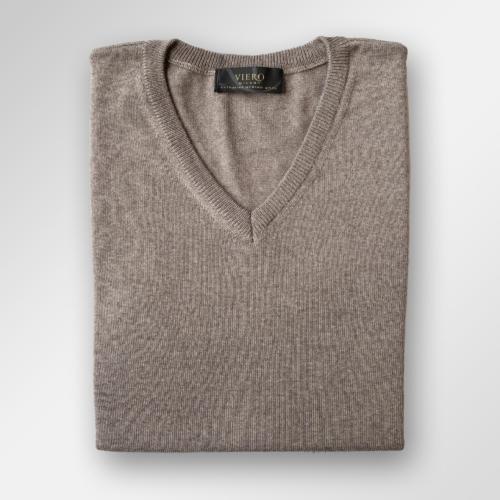 Beige v-hals genser i merinoull fra Viero Milano