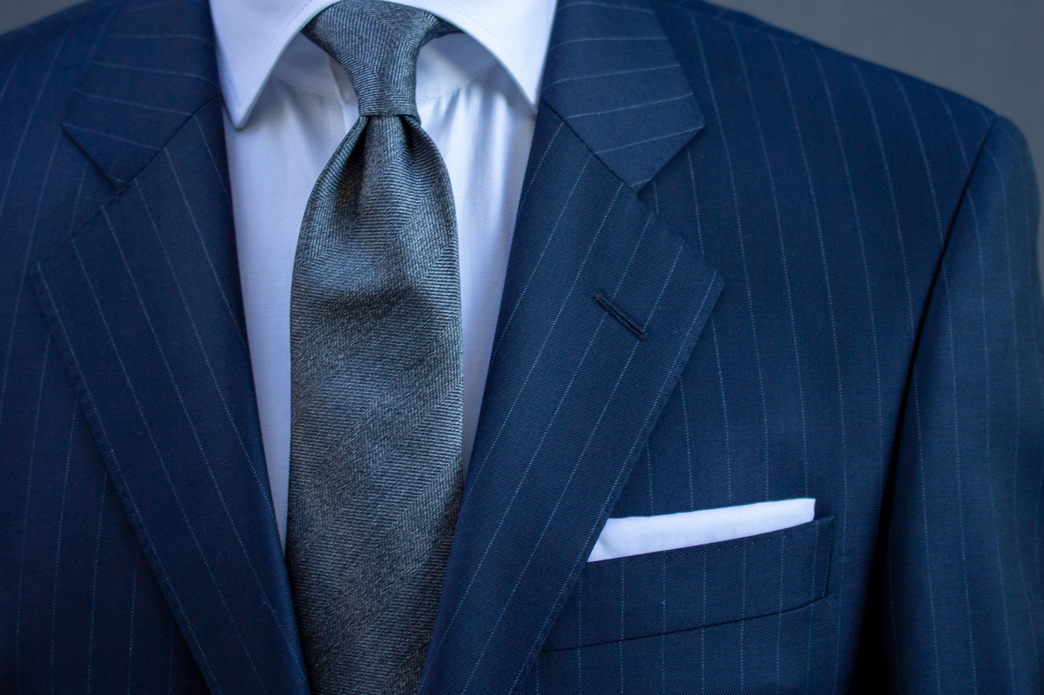 Navy pinstripe dress, tilgjengelig hos Menswear Hegdehaugsveien.