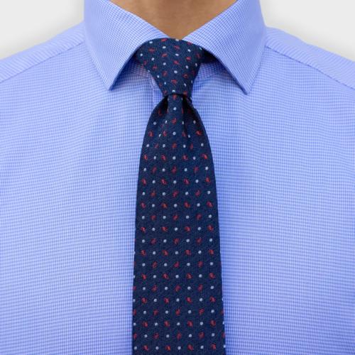 Lyseblå skjorte med houndstooth micromønster