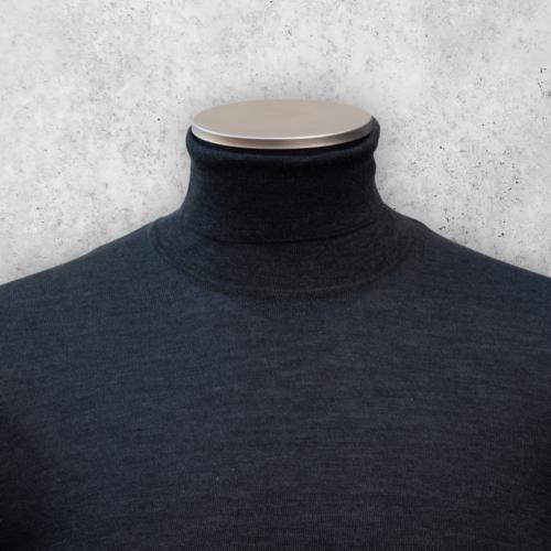 Koksgrå høyhalset genser fra Viero Milano. Turtleneck