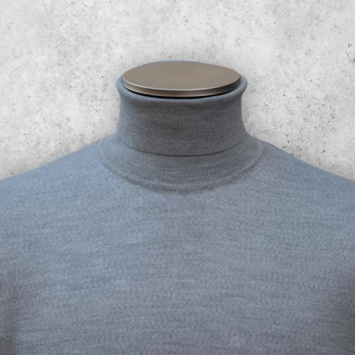 Lys grå turtleneck genser fra Viero Milano