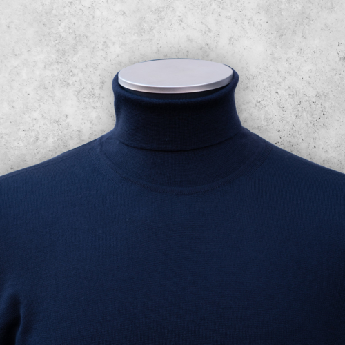 Navy turtleneck genser i merinoull fra Viero Milano/menswear.no