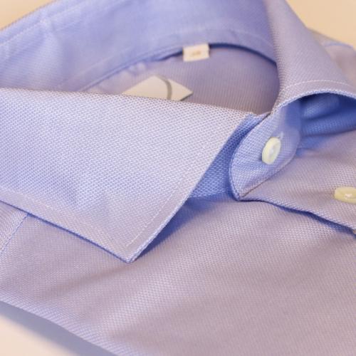 Lyseblå ensfarget skjorte