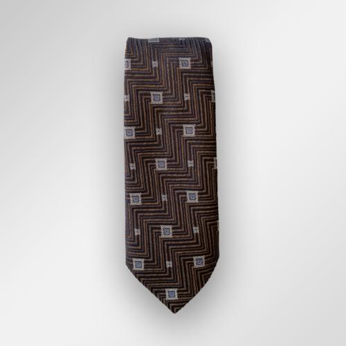 Brunt slips med mønster fra Viero Milano. Passer veldig fint til en ensfarget lyseblå skjorte og navy, grå eller svart dress.