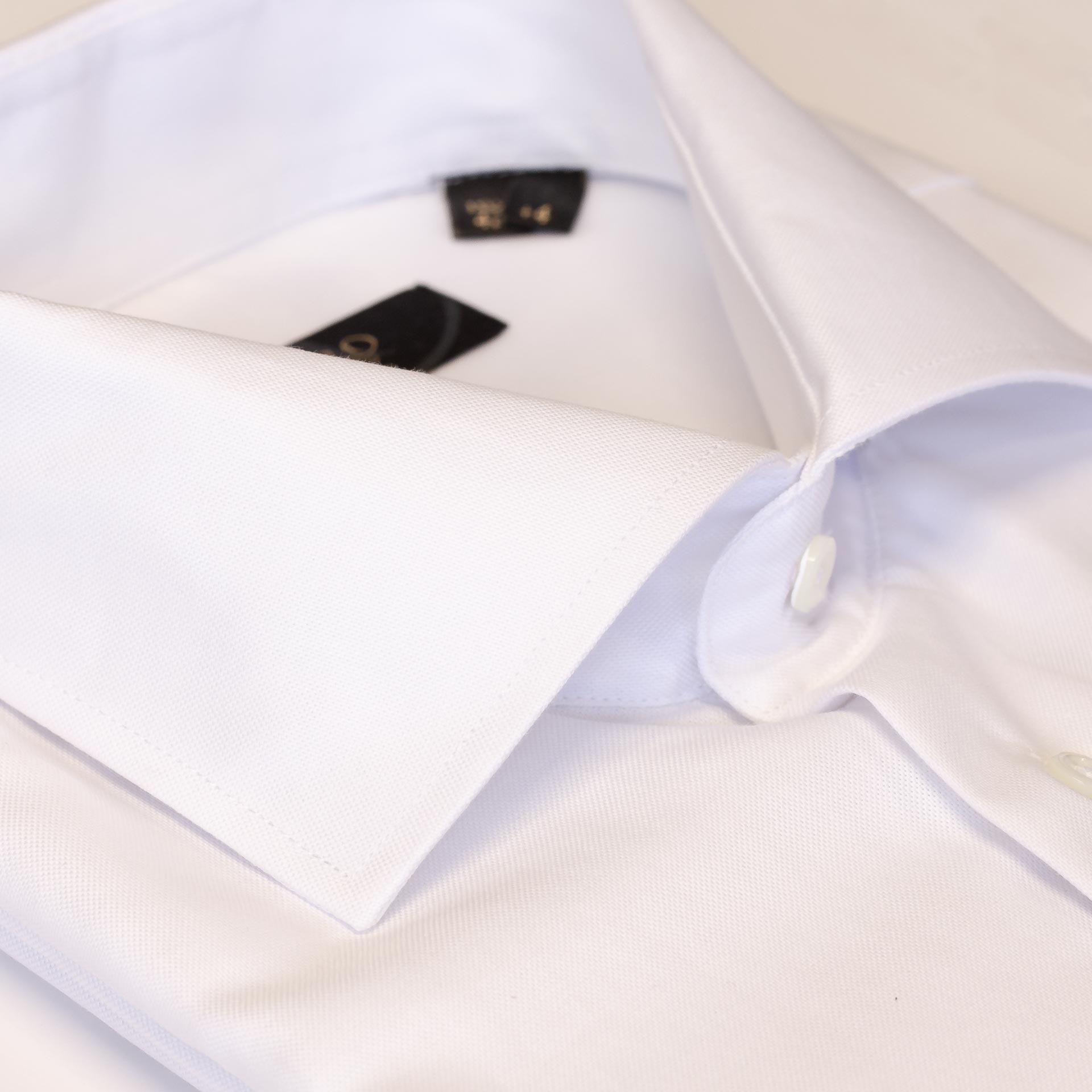 skjorte med hull til mansjettknapper
