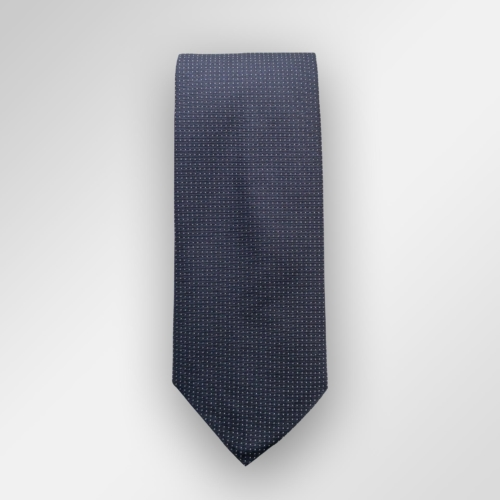 Navy slips med små hvite prikker. Klassisk slips til bryllup og 17. mai eller selvsagt også på kontoret