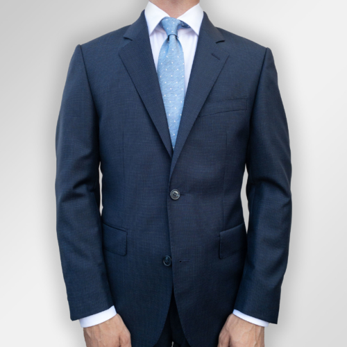Mørkeblå dress med svakt micro-mønster fra Viero Milano. Menswear Hegdehaugsveien.
