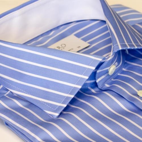 Lyseblå skjorte med hvite striper. Menswear Oslo