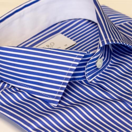 Blå skjorte med hvite striper. Menswear Oslo