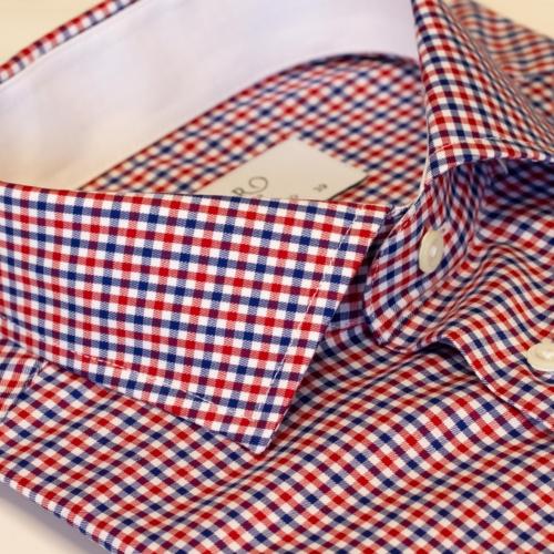 Skjorte med røde og blå ruter og hvit kontrast. Slimfit, Menswear Oslo