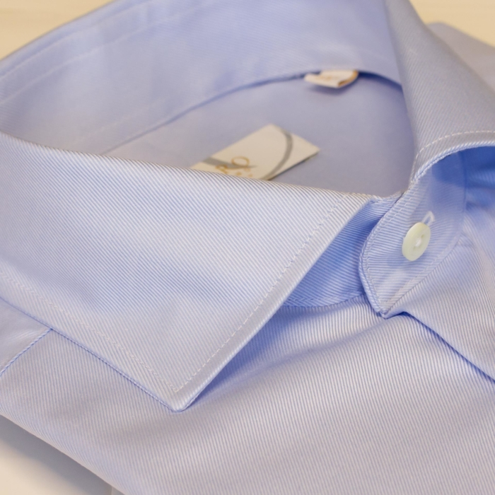 Lyseblå ensfarget skjorte. Menswear Oslo