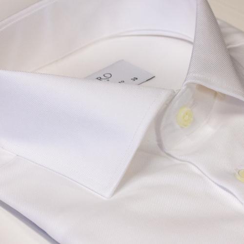 Hvit ensfarget skjorte til bryllup, fest og jobb. Slimfit modell fra Menswear Oslo.